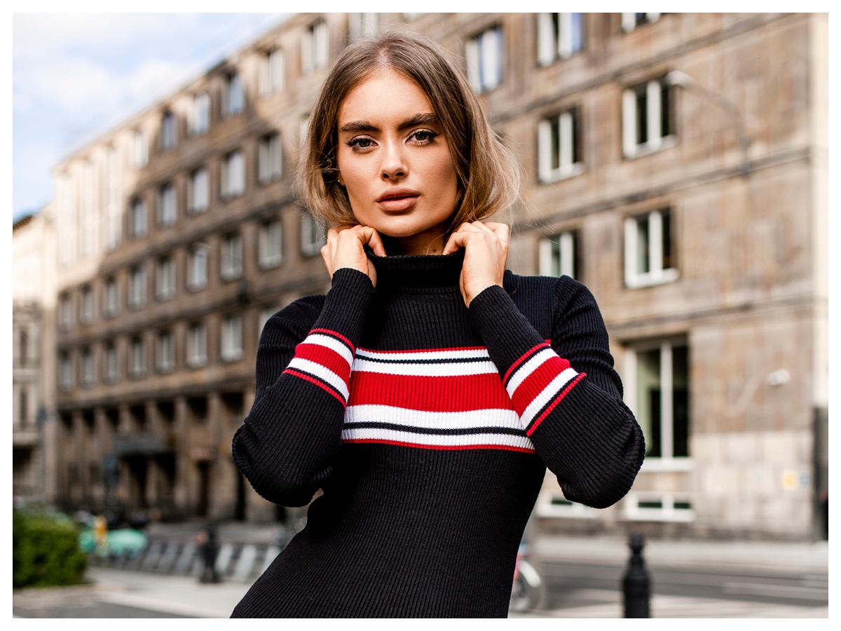 Sweterkowe sukienki na zimę prążkowany materiał